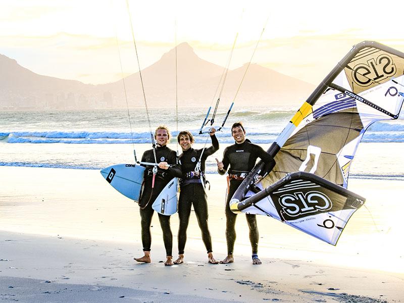 Kitesurfen am Sunset Beach in Kapstadt