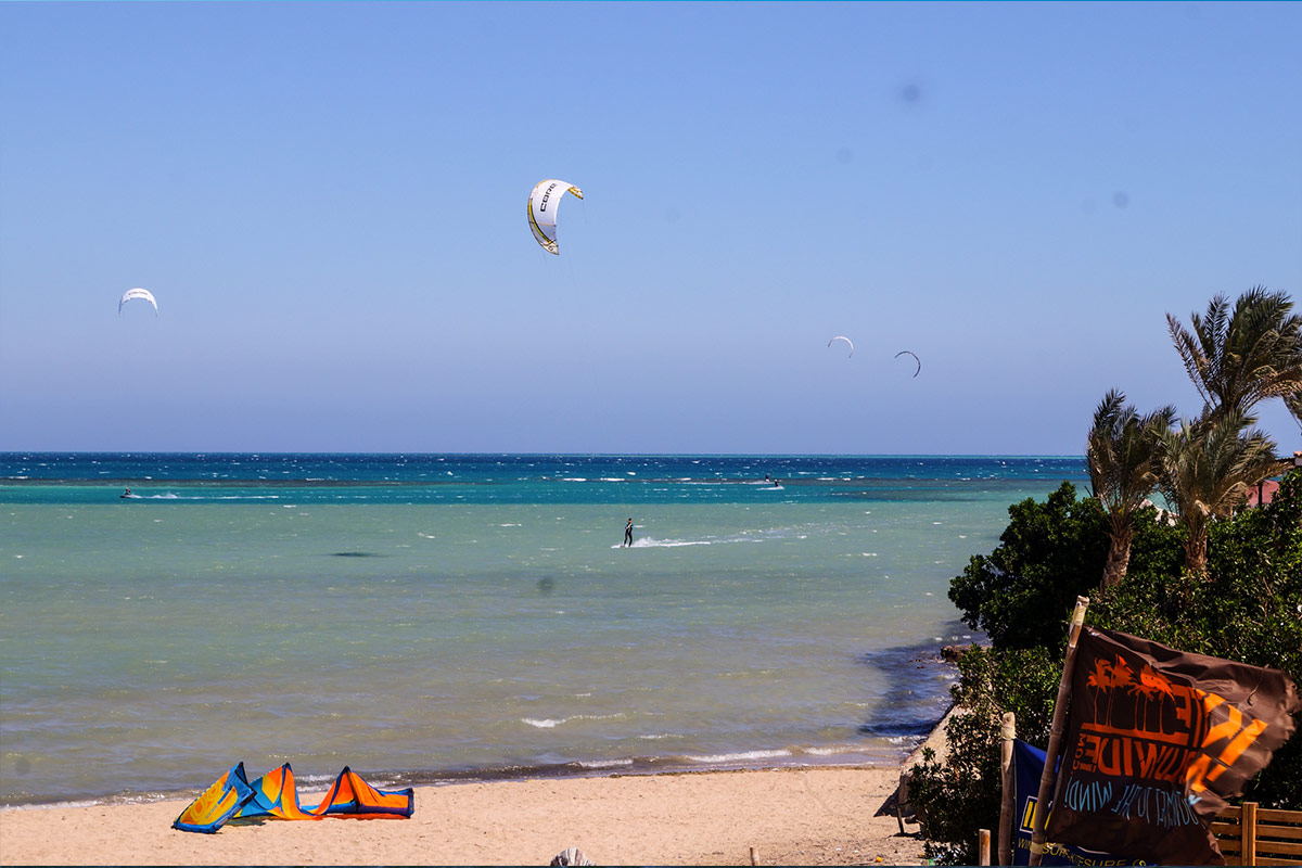 38d10b404a77b5 The Seahorse Bay in Egypt with its two training areas is the perfect spot  for beginners. As the accommodation and the kite school are located  directly at ...