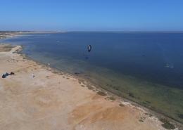 Kitesurfen auf Djerba auf der riesigen Flachwasserlagune.