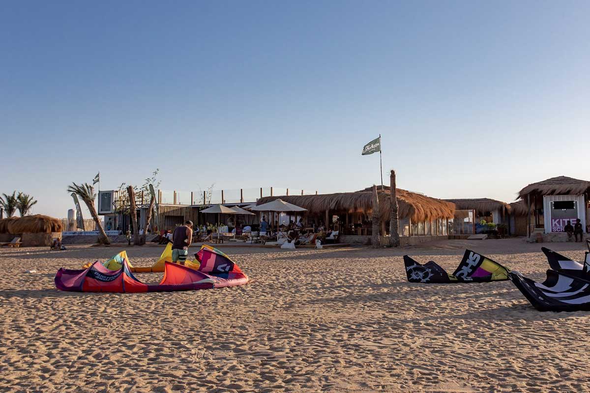 Zum Kitesurfen nach El Gouna in Aegypten findet ihr den Makani Beach Club direkt am Sandstrand von El Gouna