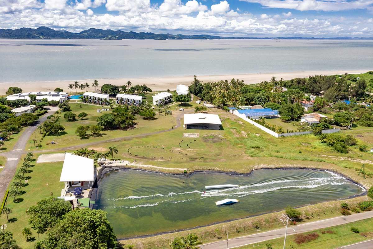 Kitesurfen in Panama mit KiteWorldWide, Sicht von oben auf das Maalaea Beach Resort