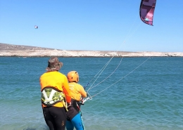 Lerne Kitesurfen mit der Windtown Lagoon Kiteschule in Suedafrika