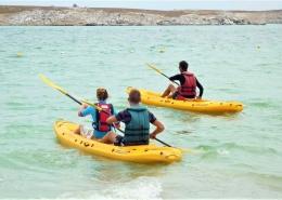 Leiht euch Kayaks, um die Küste in Langebaan, Suedafrika zu erkunden