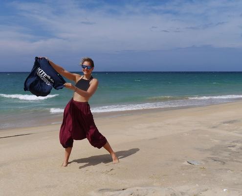 Die Yoga- und Kitelehrerin Antonia wird ab sofort in der KiteWorldWide Lagoon Lodge auf Sri Lanka Yoga unterrichten