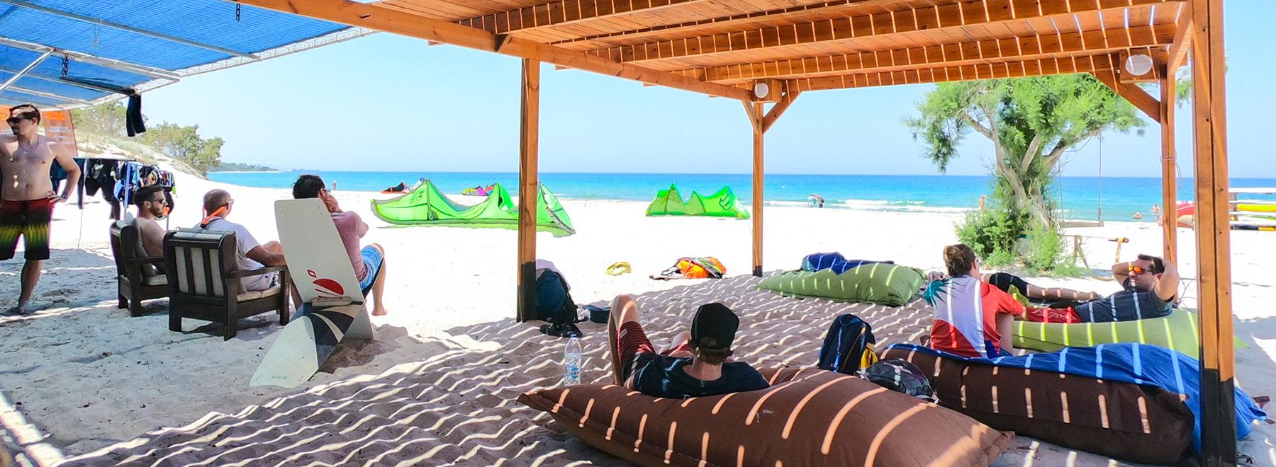 Relaxen nach dem Kitesurfen auf Kos in Griechenland