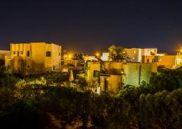 Das Hotel Jardin-de-Toumana auf Djerba bei Nacht.